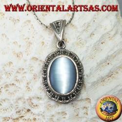 Ciondolo in argento con cimòfane (occhio di gatto grigio) contornato di marcassite