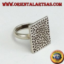 Silberring mit handgehämmerter rechteckiger Platte