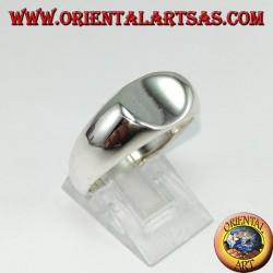 Anello in argento con scudo ovale di traverso concavo