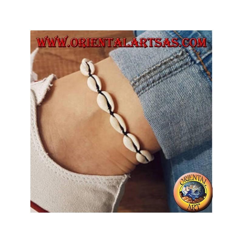 Cavigliera portafortuna con conchiglie cauri
