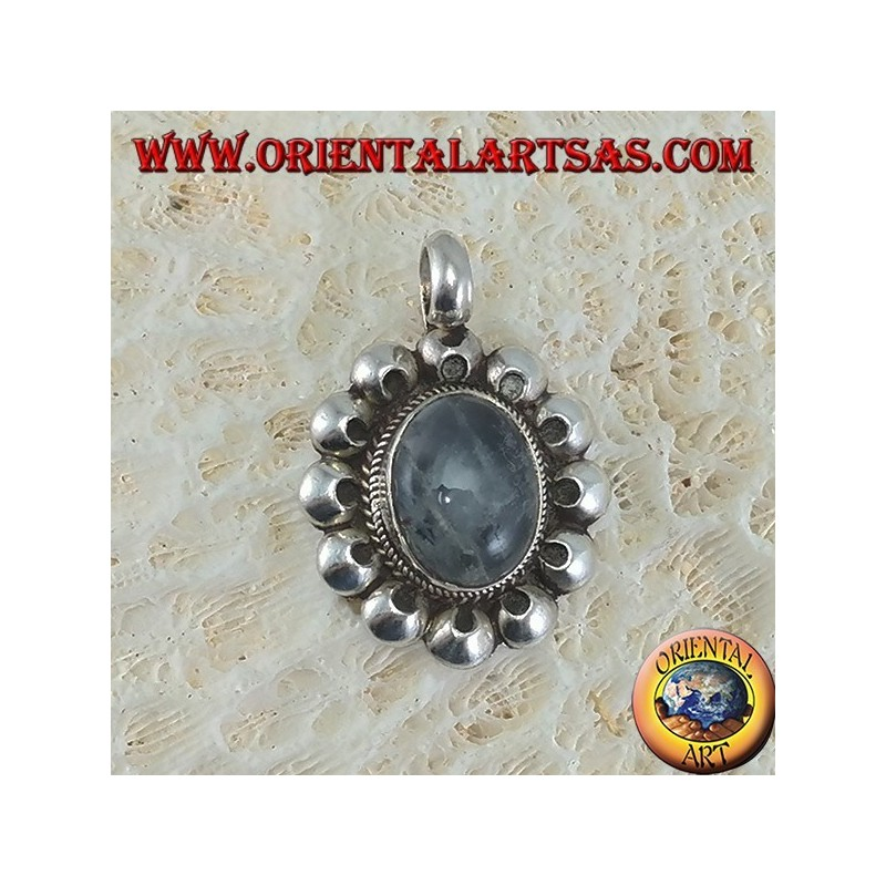 Pendant in 925 silver with oval gray labradorite