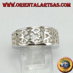 Anello a fedina in argento intagliata
