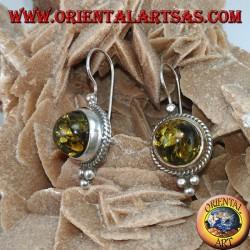 Серебряная серьга с янтарем зеленого полушария