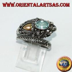 Кольцо в серебре кобры с золотой пластинкой и синим топазом на голове