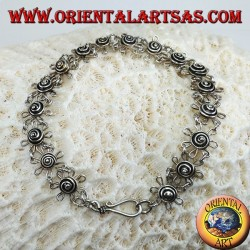 Bracelet avec des marguerites faites à la main en argent 925