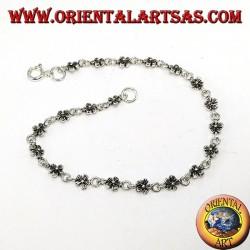 Armband aus kleinen Blumen in Silber 925
