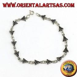 Silbernes Armband mit einem Tyrannknoten