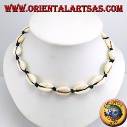 Choker necklace of cowrie shells with chain and with carabiner (adjustable)