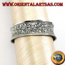 Silver bracelet, hand chiselled with floral motifs (concave)