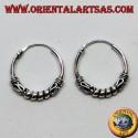 Orecchino in argento, cerchio lavorato cerchi tra serpentina, 18 mm