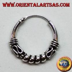 Orecchino in argento, cerchio lavorato cerchi tra serpentina, 16 mm