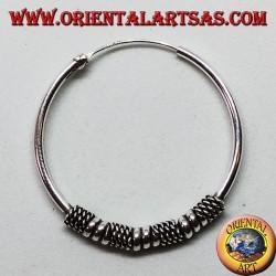 Orecchino in argento, cerchio lavorato cerchi e intrecci alternati, 30 mm