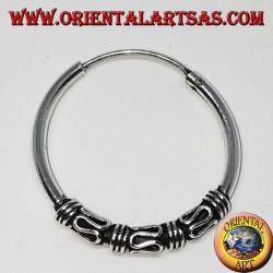 Orecchino in argento, cerchio lavorato tripla serpentina e intrecci, 25 mm