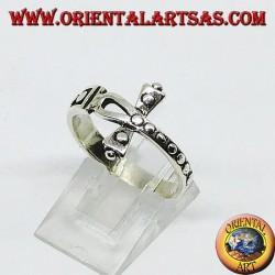 Anello in argento con ankh di croce borchiata