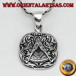 Подвеска на серебряной площади и компасы наложенные, символ масоны