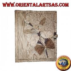 Álbum de fotos en corteza de árbol con estampado floral, 20 cm.