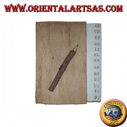 Agenda telefónica en corteza de árbol y letras grandes con lápiz, 14 cm.
