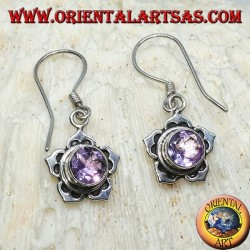 Серебряные серьги с круглым аметистом в форме пятилепесткового цветка