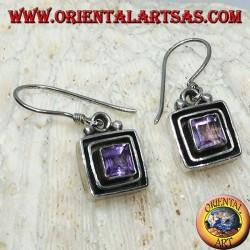 Silberohrringe mit quadratischem Amethyst zwischen Silberquadraten