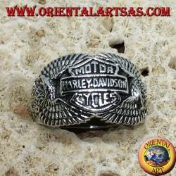 Bague en argent avec le logo Harley Davidson parmi les aigles