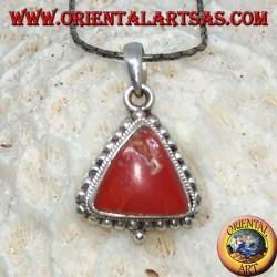 Ciondolo in argento con corallo triangolare Tibetano, contornato di pallini