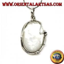 Овальный серебряный кулон с перламутром в серебряной нитке
