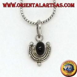 Ciondolo in argento con onice ovale e contorno in argento intrecciato