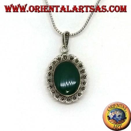 Ciondolo in argento con agata verde ovale e marcasite a cuore sul bordo