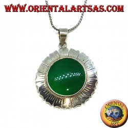 Silver pendant in the shape of a daisy flower and round green agate