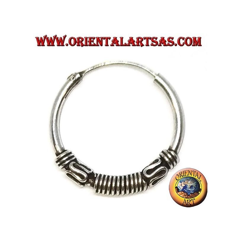 Orecchino in argento, cerchio lavorato righe tra serpentina e dischi, 20 mm