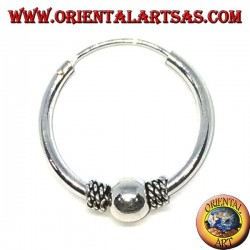 Orecchino in argento, cerchio lavorato pallina tra intreccio, 20 mm