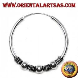 Orecchino in argento, cerchio lavorato tripla pallina tra intrecci, 35 mm