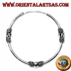 Orecchino in argento, cerchio lavorato pallina, serpentina e intrecci, 35 mm