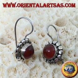 Boucles d'oreilles en argent avec cornaline ronde avec des clous