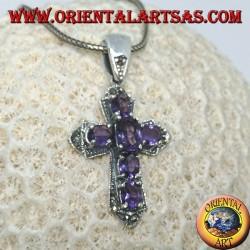 Pendentif en argent en forme de croix avec des marcassites et six améthystes