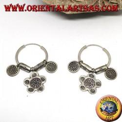 Boucles d'oreilles de cercle tribal en argent (Karen) avec pendentifs