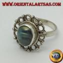 Anello in argento con labradorite ovale ed bordo di cerchietti