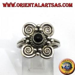 Bague en argent avec onyx rond et 4 spirales autour