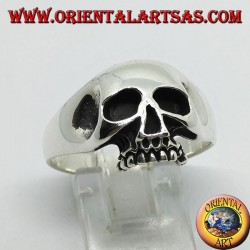 Skull silver ring with carved temples