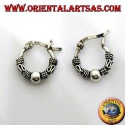 Серьги-кольца с серебряной застежкой, шаром и волнами