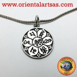 ciondolo om nel fiore di loto con sanscrito in argento