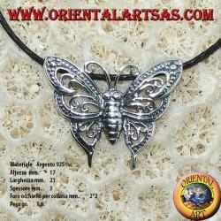 Pendentif en argent d'un papillon avec deux crochets pour le collier