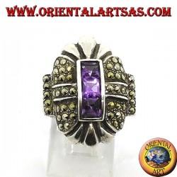 Серебряное кольцо с марказитом и тремя квадратными аметистами подряд в центре