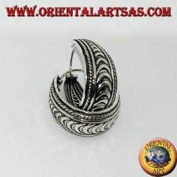 Boucles d'oreilles cercle d'argent de largeur croissante, demi-lune ciselée