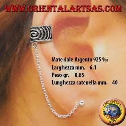 Orecchino Ear Cuff con catenella in argento 925‰, fascetta spirale cesellata