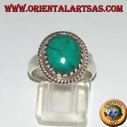 Bague en argent avec turquoise ovale naturelle sertie de triangles