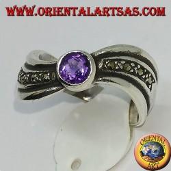 Кольцо из серебра 925 пробы с волнистым серебром, марказитом и круглым аметистом