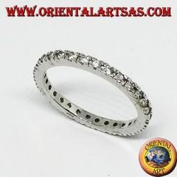 Anello in argento a fedina con zirconi incastonati
