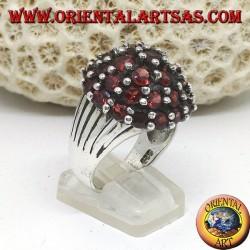 Anello in argento, a montagna con 35 granati naturali tondi