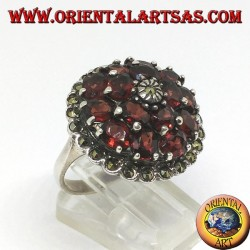 Silver ring, round with 15 round natural garnets, surrounded by marcassites